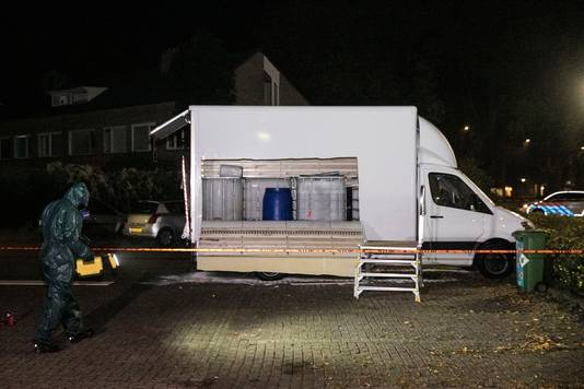 Het gedumpte voertuig met drugsafval  in Nijmegen.