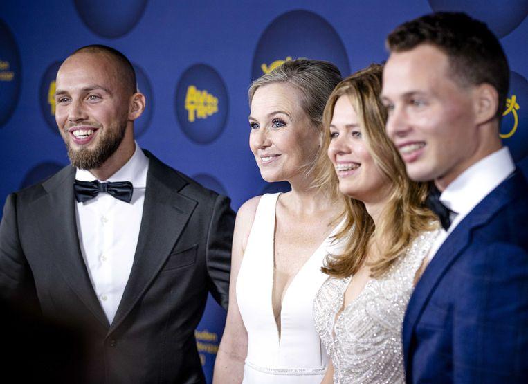 Regisseur Jessica Villerius (tweede van links) van de documentaire 'De Kinderen van Ruinerwold' voor aanvang van het Gouden Televizier-Gala 2021.  Beeld ANP