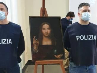 Italiaanse politie vindt gestolen waardevol schilderij in kastje in Napolitaans appartement