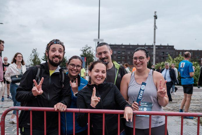 Vincent, Audrey, Emily, Julien en Pauline zakten van Lille af om deel te kunnen nemen aan de Antwerp Night Marathon.