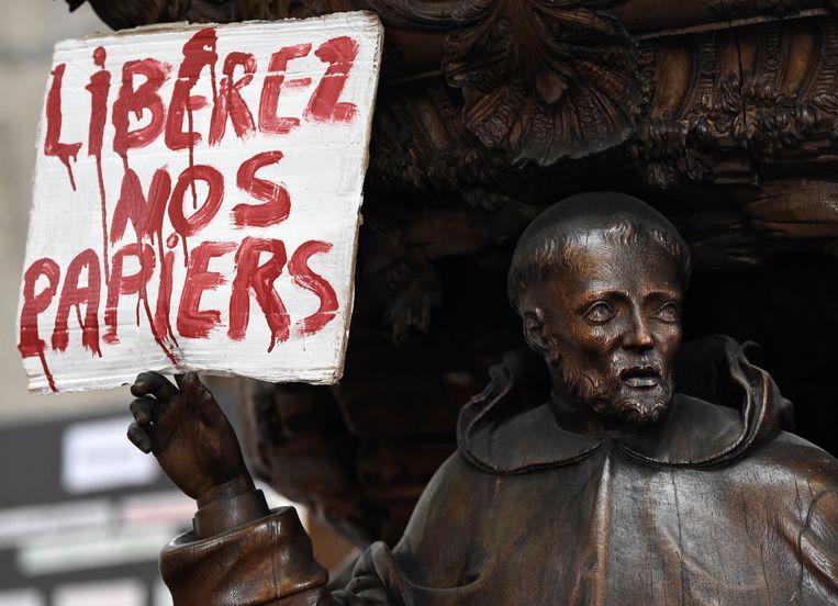 Hongerstaking in de Brusselse Begijnhofkerk. Beeld Photo News