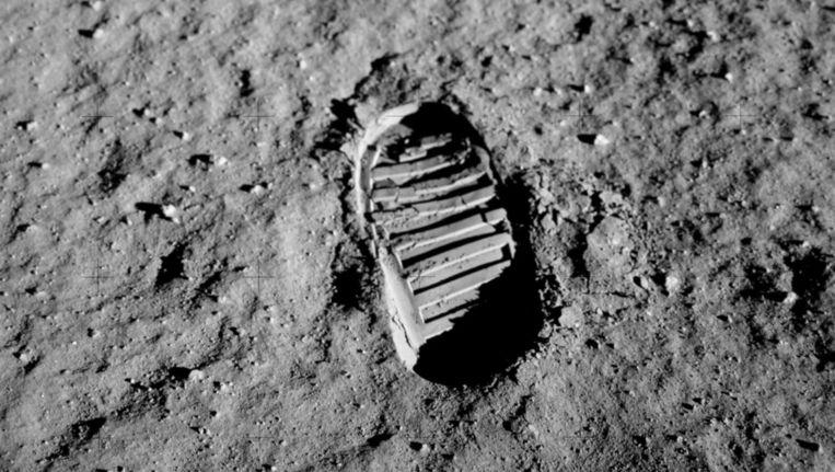 Het maanstof heeft bijzondere eigenschappen; zo zijn schoenafdrukken zoals deze, van Buzz Aldrin, er heel goed in te zien Beeld NASA/Buzz Aldrin