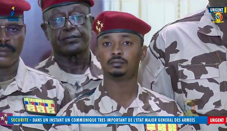 Mahamat Idriss Déby, alias Kaka, tevens de zoon van de gedode president Idriss Deby tijdens een televisietoespraak afgelopen dinsdag waar hij bekend maakte de macht in zijn land naar zich toe te trekken.  Beeld AP