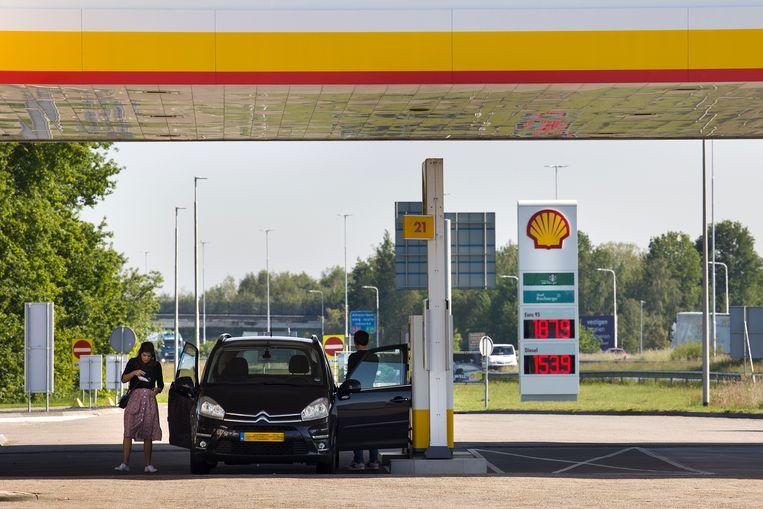Tankstation bij de grensovergang Hazeldonk. Beeld Arie Kievit
