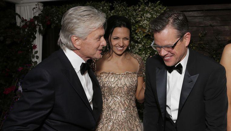 Michael Douglas, Luciana Barroso en Matt Damon op een feest voor Behind the Candelabra Beeld ap