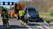 Brandweer bevrijdt geknelde chauffeur na botsing met truck op E313