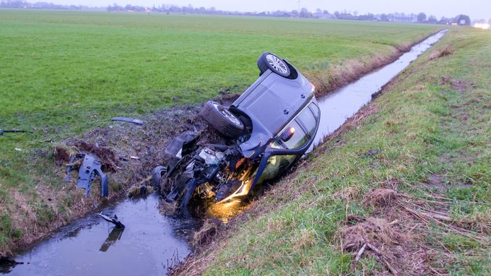 Bij een ongeval op de a28 tussen Putten en Ermelo belandde een auto in de sloot.