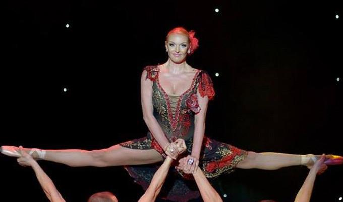 Anastasia Volochkova n'a rien perdu de sa souplesse d'antan.