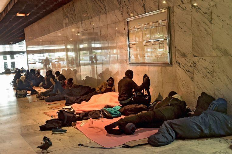 Transmigranten in Brussel-Noord, foto uit januari 2018. Beeld Photo News