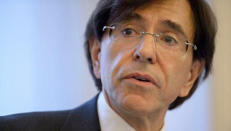 Premier Elio Di Rupo benadrukte het historische karakter van de beslissing. Beeld PHOTO_NEWS
