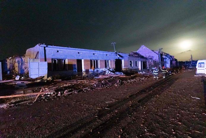 Ravage in het dorp Hrusky, na de passage van de windhoos.