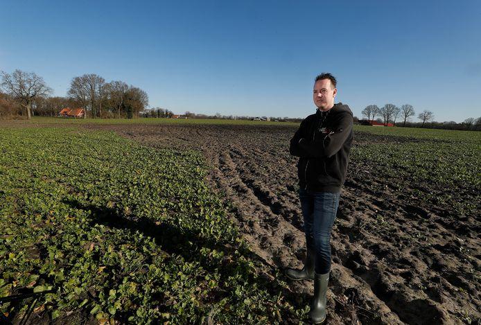 Roy Heesen, organisator van het VuurFestival in Meddo, in het weiland waar normaal gesproken het paasvuur wordt ontstoken.