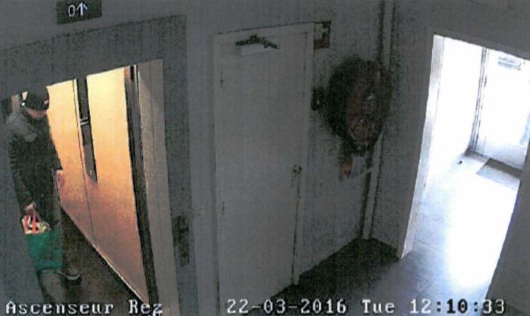 Enkele uren na de aanslagen komt Osama Krayem bij het safehouse in Etterbeek aan. Beeld rv