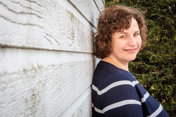 Schrijfster Esther Stui in Wissenkerke.