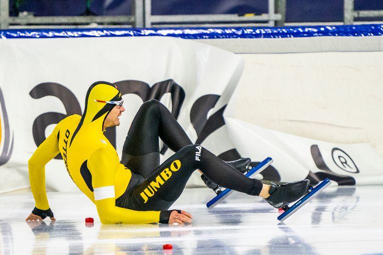 Hein Ottespeer valt in de boarding tijdens zijn tweede 500 meter, in een poging zijn eerste tijd te verbeteren. Beeld BSR Agency
