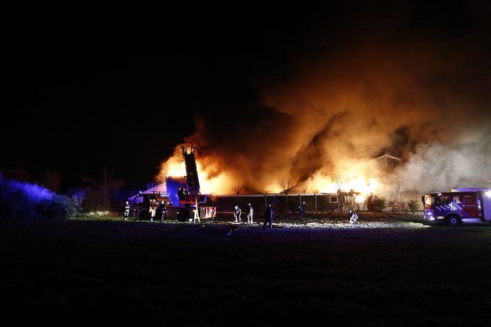 Zeer grote brand in varkensstal in Mill.