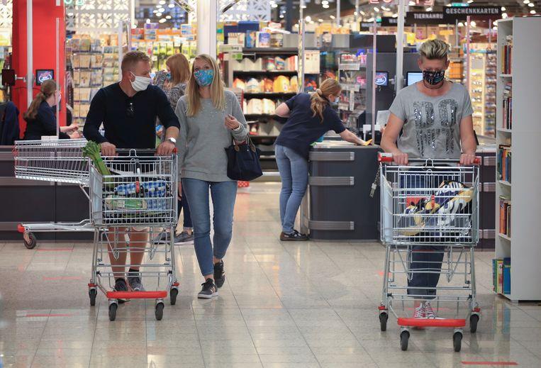 Beeld ter illustratie. Vanaf morgen moeten klanten in alle winkels in Duitsland een mondmasker dragen.