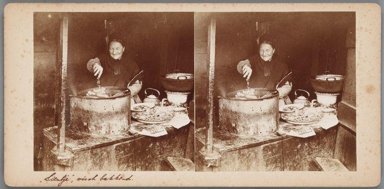 Stereofoto's - twee foto's tegelijk gemaakt met een stereocamera vanuit een iets ander perspectief, apart bekeken met linker- en rechteroog - waren populair in de 19de en vroege 20ste eeuw. De techniek gaf foto's diepte. (Hiernaast: Sientje, visch bakkend, Jodenbuurt, ca. 1895, foto K. Job jr.) Met de opkomst van de cinema raakten deze procedés, die speciale stereokijkers vergden, uit de mode. Bewegend beeld was immers nog spectaculairder. Beeld
