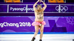 Wat doet deze vader van drie in roze tutu al dansend op het ijs in Pyeongchang?