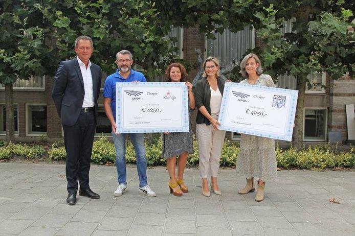 Berend Buddingh' (SKVOB),  Peter van Schijndel en Miranda van Loon (Kalinga), Hanneke van den Boom en Annemarie Onsman (Jeugdfonds Sport en Cultuur Breda).