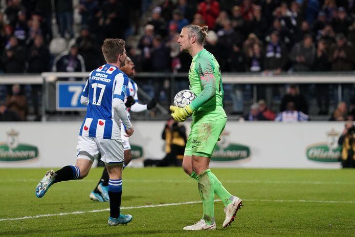 29-11-2019: Voetbal: SC Heerenveen v Vitesse: Heerenveen Soccer Eredivisie season 2019-2020  Anders Dreyer of SC Heerenveen  and goalkeeper Remko Pasveer of Vitesse baalt