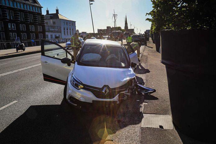 Ravage op de doorgaande weg in Helmond na een ongeval met drie auto's.