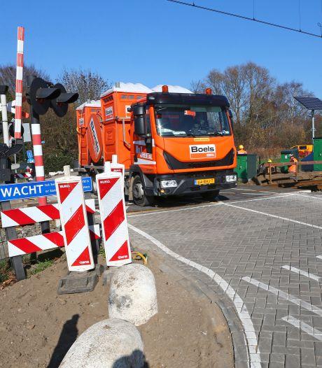 Gevaarlijke overweg Giessenzoom wordt eindelijk aangepakt door ProRail