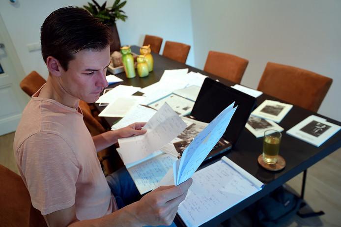 Niick Brouwer schrijft een gedenkboek voor de gemeente Rucphen.