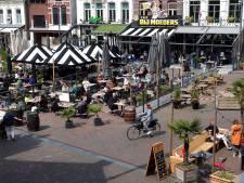 Op een terrasje in Roosendaal hoor je nog eens wat