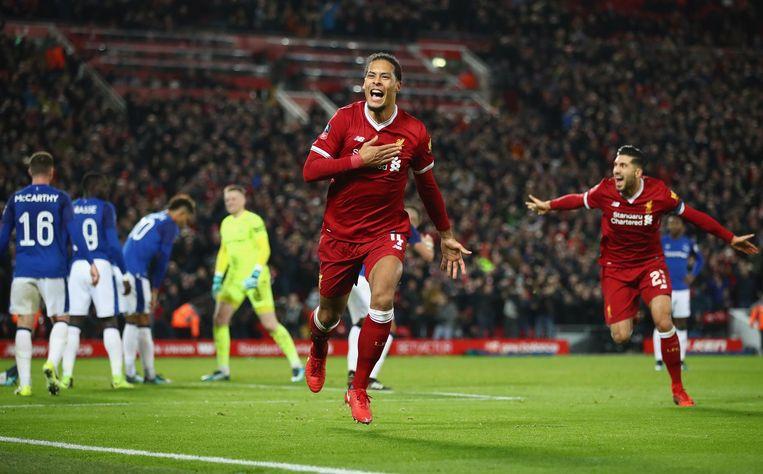 Van Dijk scoorde in het winnende doelpunt voor Liverpool in zijn debuutwedstrijd voor 'The Reds'. Beeld getty