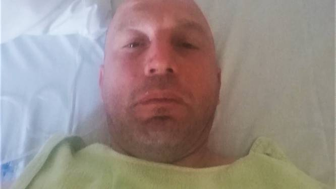 """Bruno (44) ligt zwaargewond in Frans ziekenhuis nadat hij van weg wordt gemaaid tijdens fietstocht: """"Aan mijn bed gekluisterd met zeven breuken"""""""