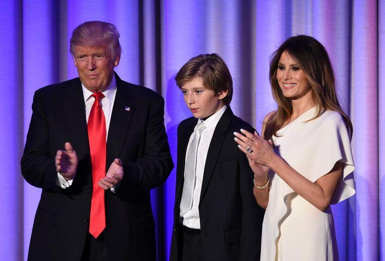 Trump kort na de overwinning met zijn vrouw en zoon Beeld ANP