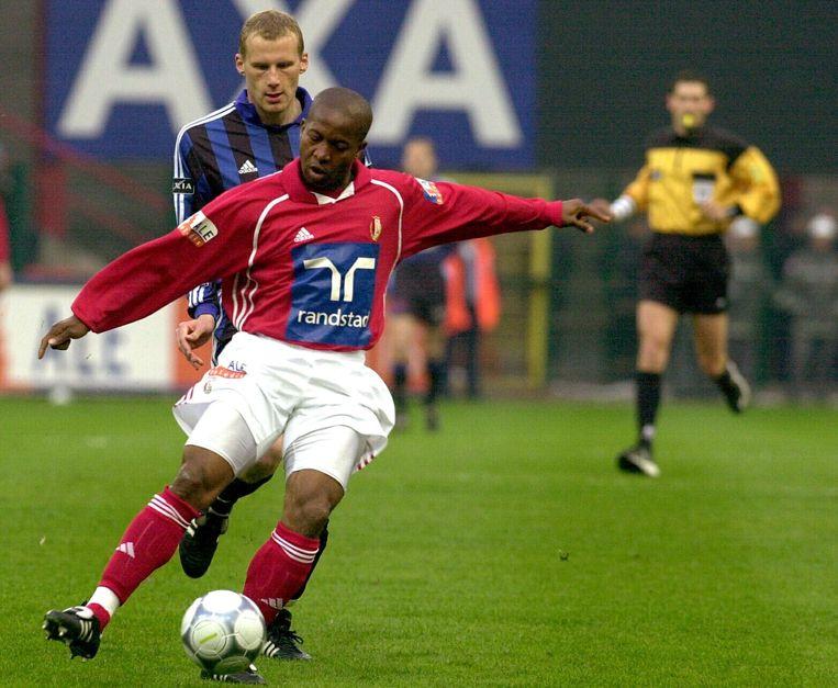 Godwin Okpara in het shirt van Standard Luik. Beeld BELGA