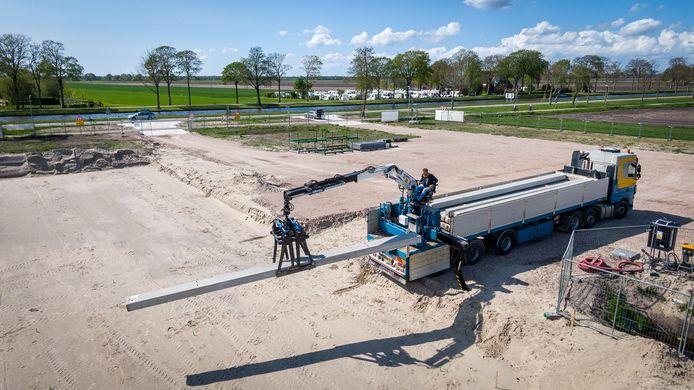 De bouw van de school in Giethoorn is in volle gang. Begin 2022 moet de school klaar zijn.