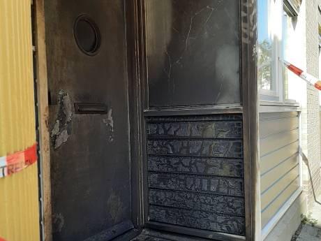 Aanslag met molotovcocktail op woning in Van der Schellingstraat