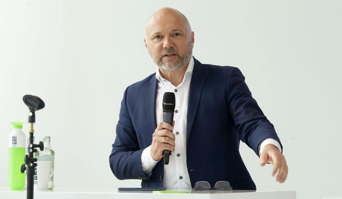 """De Enschedese buitengewoon hoogleraar Wolfgang Ebbers leidt de eerste grote veldtest met de corona-meldapp. """"Dit is de juiste manier om nieuwe technologie te introduceren: samen met burgers""""."""