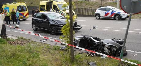 Ernstig ongeluk in Zutphen: man (22) overleden, andere man zwaargewond na botsing tussen auto en motor