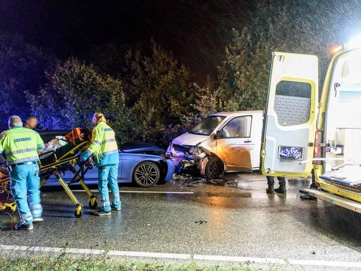 Engelsman rijdt op verkeerde weghelft, frontale aanrijding bij Bavel