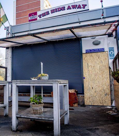 Gemist? Feyenoordcafé The Hide Away weer open na explosie en wijk Wielewaal moet tegen de vlakte