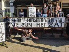 Als je Rutte, paspop of een knuffelbeer bent, kun je in Tilburg naar het terras: 'We zijn nu al bijna een jaar dicht'