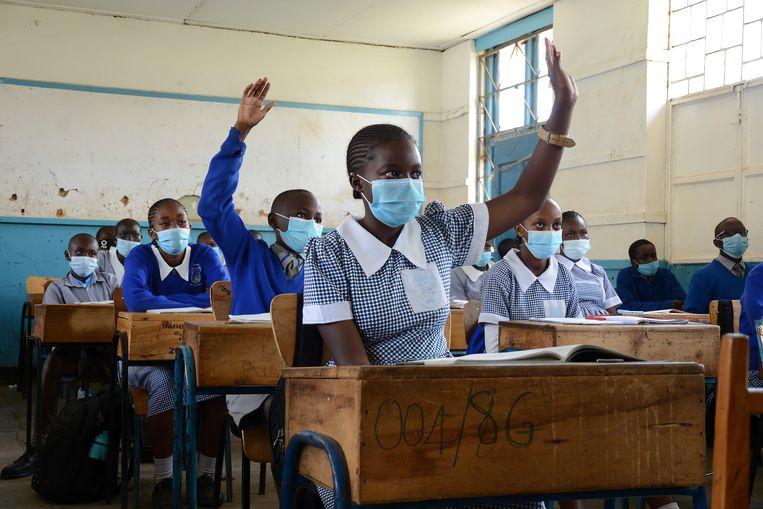 Een klasje in Nairobi.Soms krijgen leerlingen een tik met een stokje – maar enkel als de ouders dat vragen.  Beeld ZUMA Press