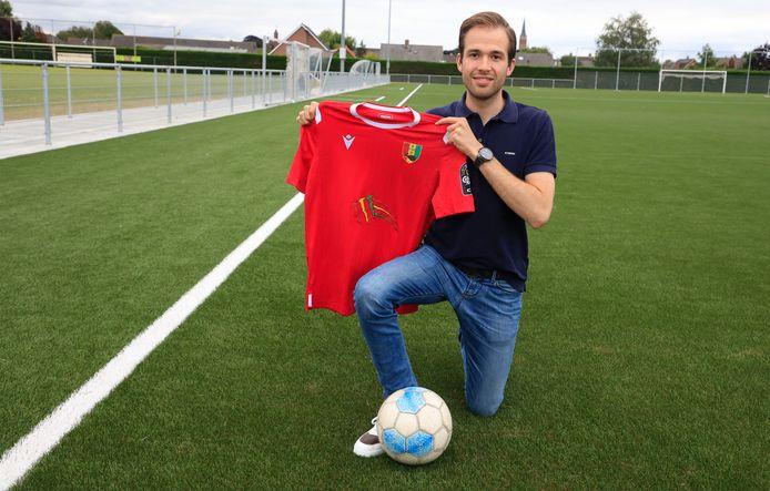 Sven de Wilde met het shirt van Guinee, waar hij eerder actief as.