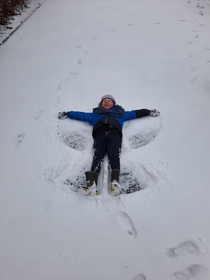 De eerste sneeuwengel ligt in Turnhout.