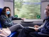 Sjoemelen met mondkapjes in de trein: 'Mijn bril beslaat de hele tijd'