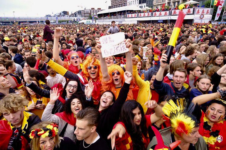 De sfeer in het WK-fandorp in Antwerpen zit er duidelijk in. Ook Nederlanders zijn van de partij tijdens Frankrijk-België.