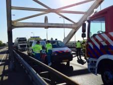 Files op A27 na ongeluk met tankwagen vol gevaarlijk gas op Merwedebrug