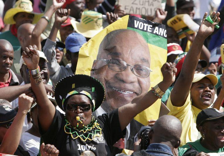 De definitieve uitslag wordt morgen verwacht, maar op grond van de resultaten uit een groot deel van het land mag het ANC rekenen op ongeveer 67 procent van de stemmen. Foto AP Beeld