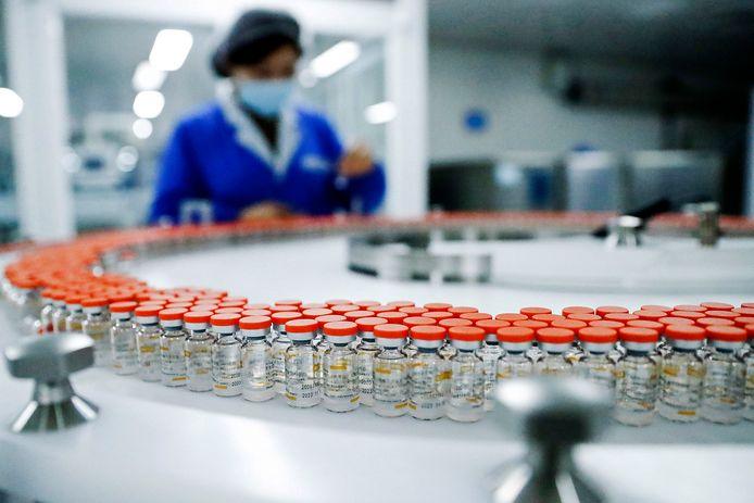 Coronavaccins van Sinovac in een fabriek in Peking.