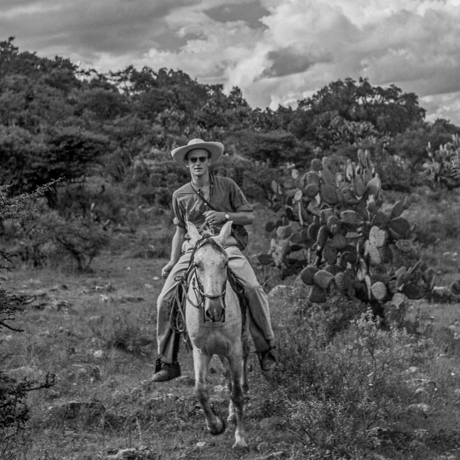 Fotograaf Bob Schalkwijk op zijn eerste reis uit Mexico-Stad. Mezquital, Hidalgo, 1958.