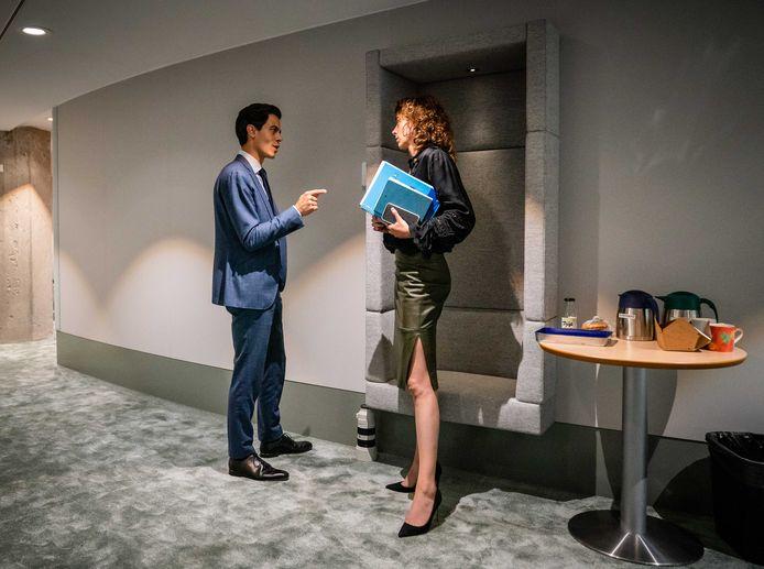Rob Jetten (D66) en Sophie Hermans (VVD) tijdens de tweede dag van de Algemene Politieke Beschouwingen.